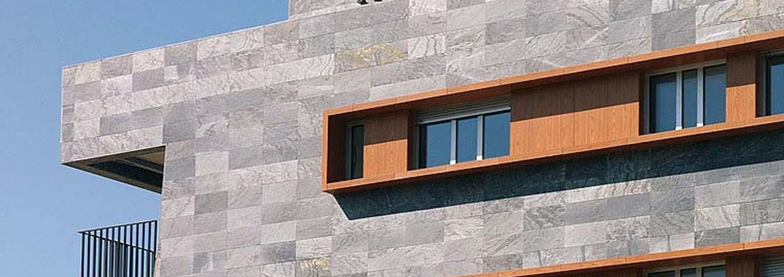 Instaladores de fachada ventilada de piedra natural for Fachada piedra natural
