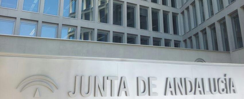 Edificio administrativo de la Junta de Andalucía en la calle Picasso de Sevilla